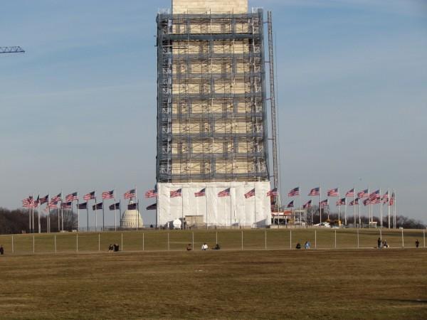 O Monumento a Washington em obras com o Capitólio ao fundo / Het Washington Monument nog in de steigers en het Capitool in de verte