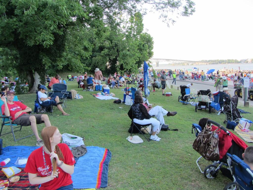 Gente e mais gente, tudo a fazer picnics / Zee van mensen, allemaal aan het picnic'en